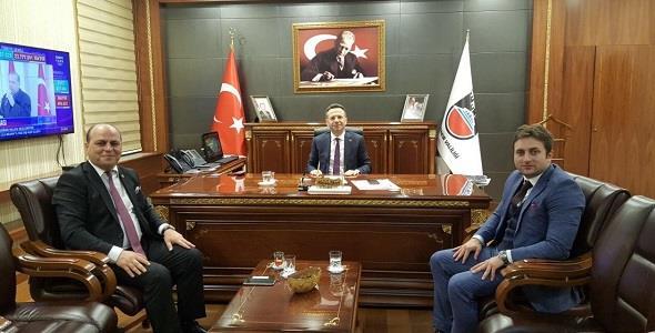 Diyarbakır Valisi Hüseyin Aksoy'u makamında ziyaret etti.
