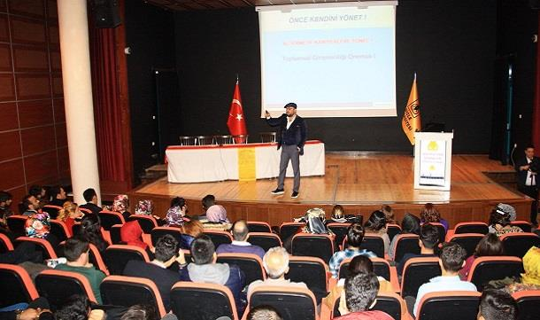 Dicle Üniversitesi'nde 'Önce Kendini Yönet' konferansı.