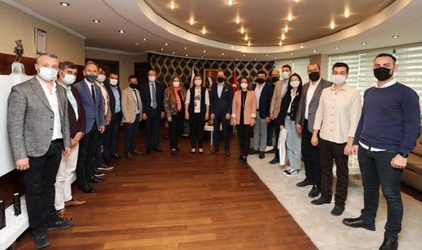 İZGİAD'tan İzmit Belediye Başkanı Sn. Fatma Kaplan Hürriyet'i makamında ziyaret